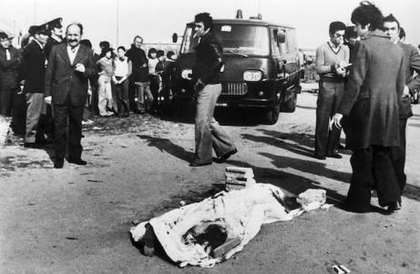 El cadàver de Pier Paolo Pasolini a la platja d'Ostia