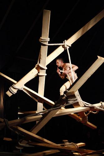 Cirque ici- Johann Le Guillerm-Secret temps 2.Le Channel, Calais-20-01-2012.